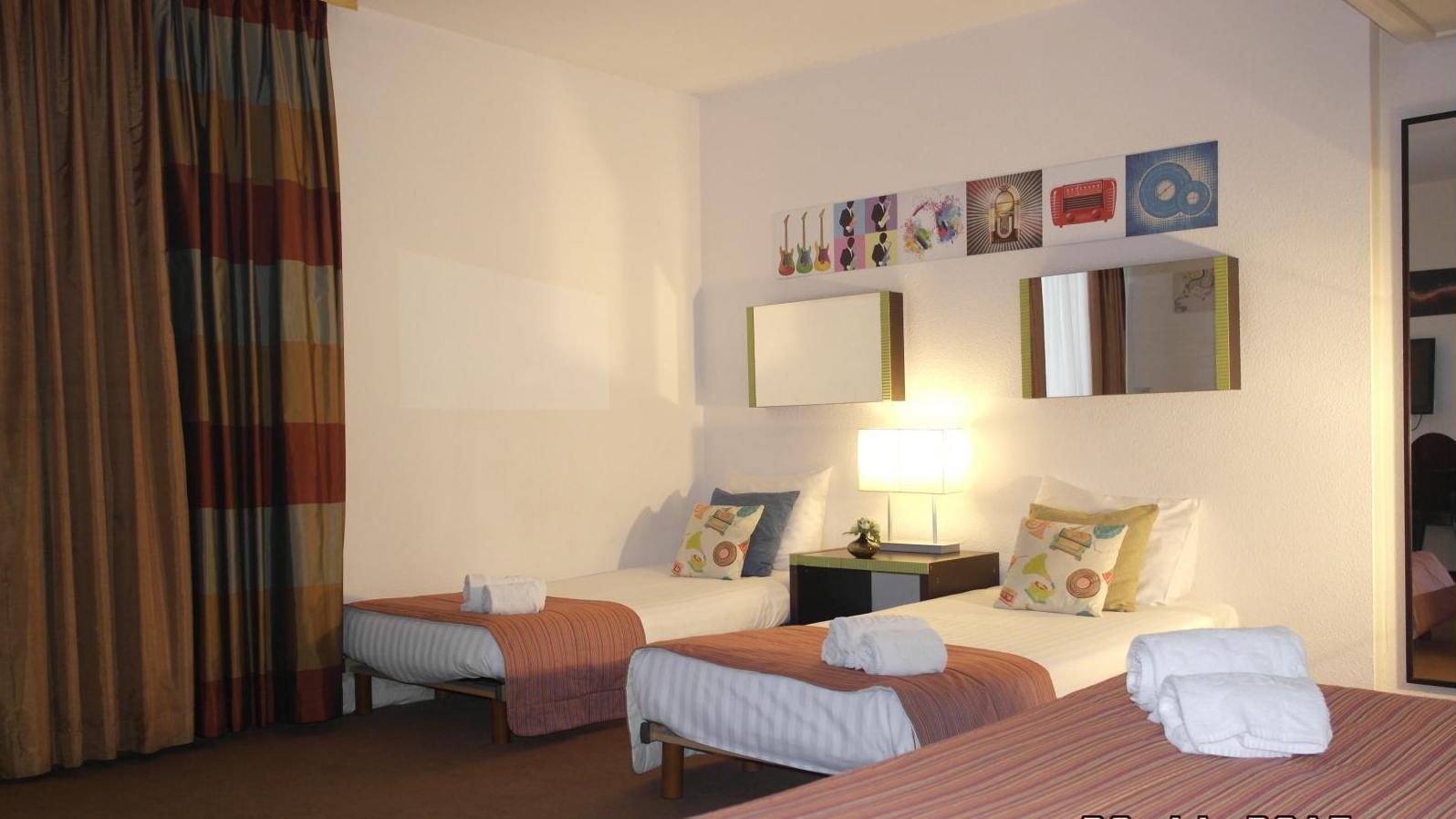 Superior Quadruple Room del hotel Floris Arlequin Grand Place. Foto 1