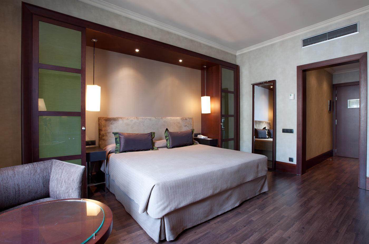 Hotel barcelona center barat simo for Hotel barcelona habitacion familiar