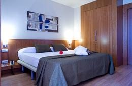 Suite con bañera de hidromasaje del hotel SB BCN Events