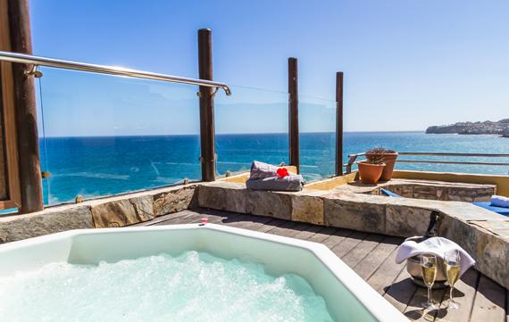 Apartamento Suite con terraza y jacuzzi del hotel Bluebay Beach Club. Foto 2