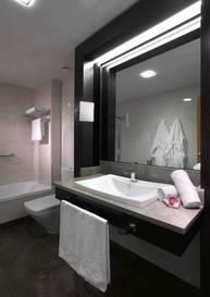 Junior suite  del hotel Macia Real de la Alhambra. Foto 1
