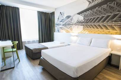Habitación familiar  del hotel B and B Valencia Ciudad de las Ciencias