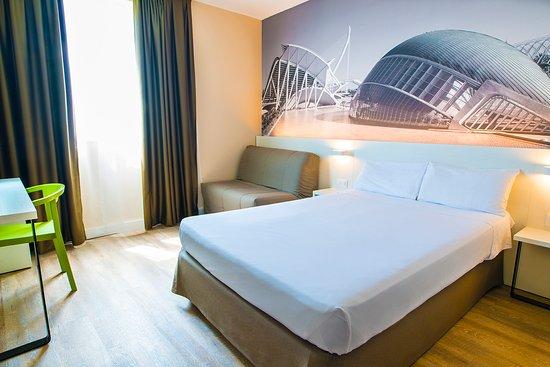Habitación doble  del hotel B and B Valencia Ciudad de las Ciencias