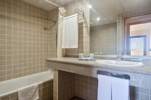 Habitación doble dos camas separadas del hotel Best Alcazar. Foto 1