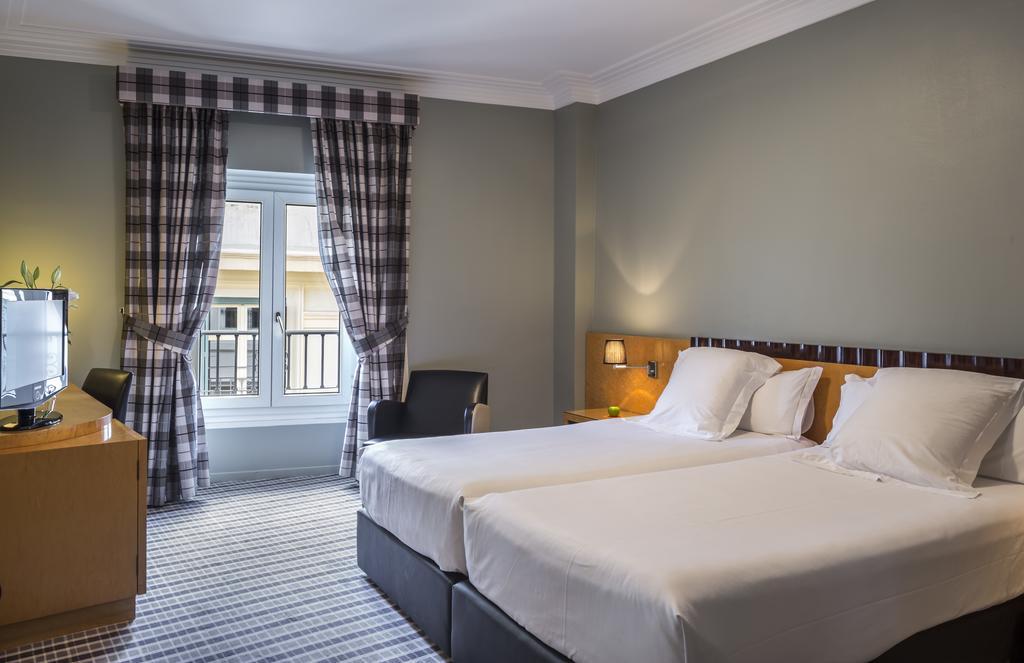 Habitación doble dos camas separadas del hotel Room Mate Larios. Foto 1