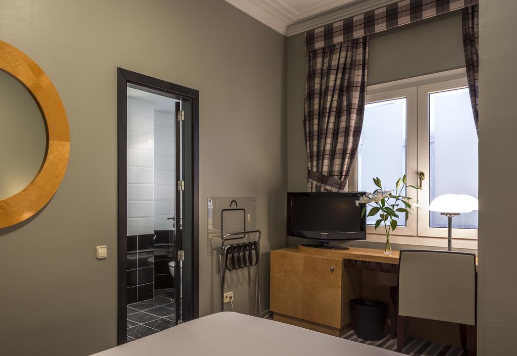 BÁSICA del hotel Room Mate Larios. Foto 1