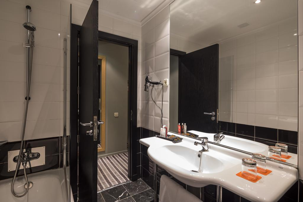 BÁSICA del hotel Room Mate Larios. Foto 2
