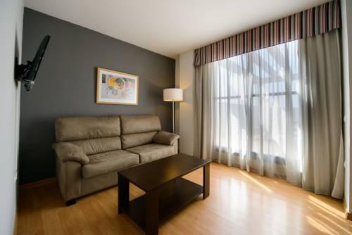 Habitación doble Terraza Superior dos camas separadas del hotel Ascarza Badajoz. Foto 2