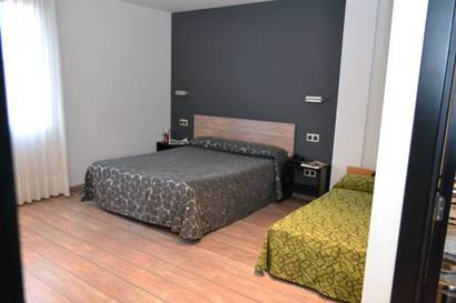 Habitación triple  del hotel Rey Don Sancho