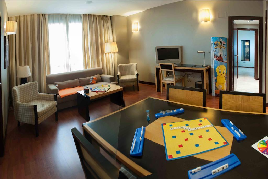 Suite  del hotel Sercotel Princesa de Eboli. Foto 1