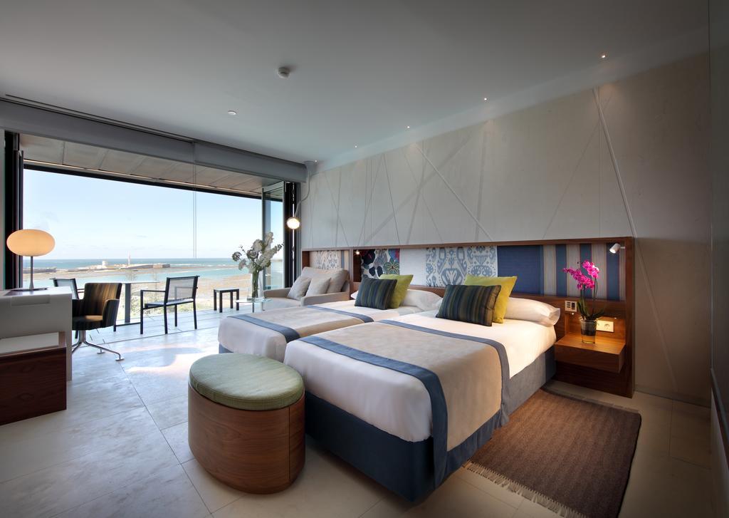 Habitación doble dos camas separadas del hotel Parador de Cádiz