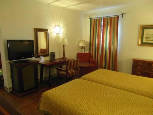 Habitación doble dos camas separadas del hotel Parador de Jaén. Foto 1