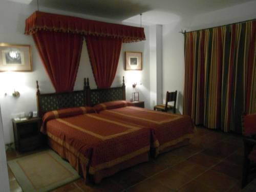 Habitación doble Superior dos camas separadas del hotel Parador de Jaén. Foto 1