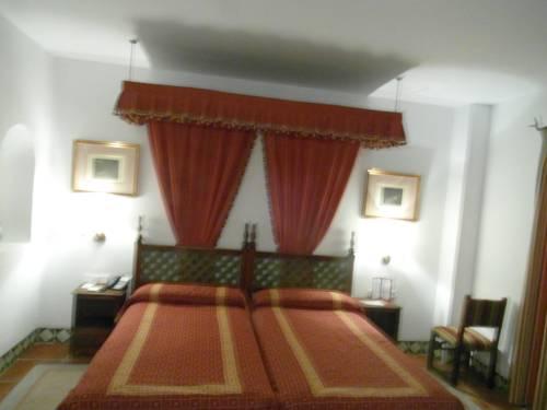 Habitación doble Superior dos camas separadas del hotel Parador de Jaén. Foto 2