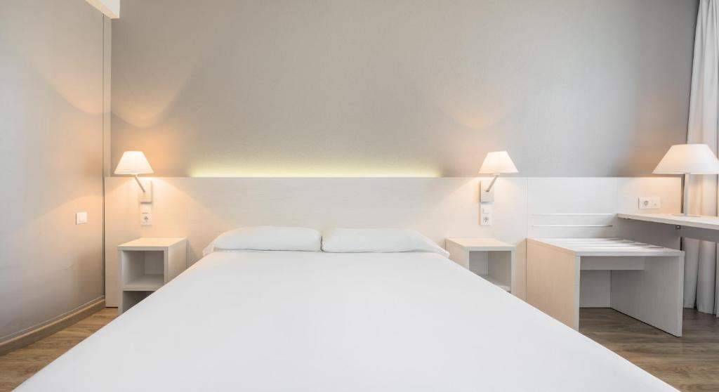 Habitación doble  del hotel Ilunion Valencia 3