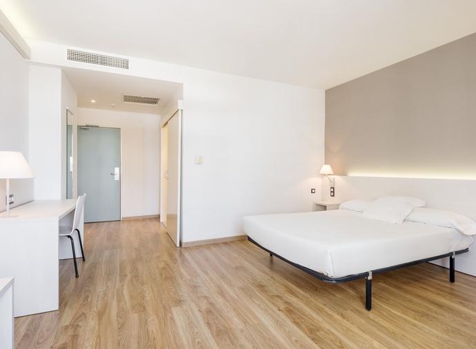 Habitación doble Accesible del hotel Ilunion Valencia 3