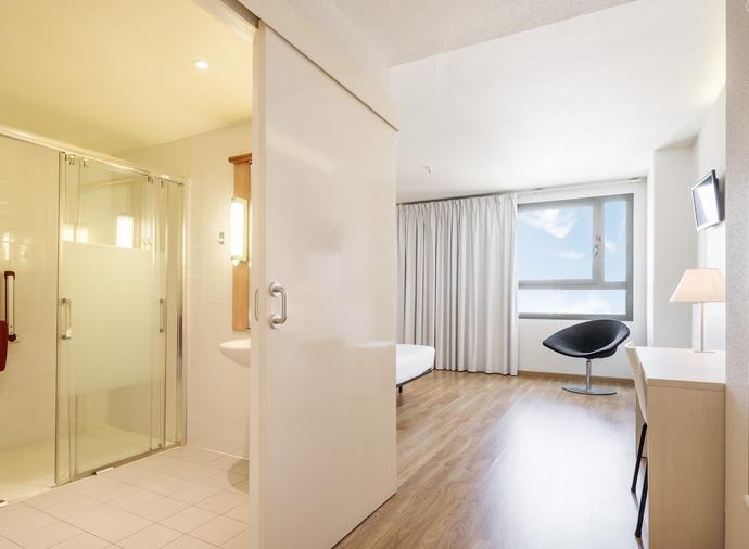 Habitación doble Accesible del hotel Ilunion Valencia 3. Foto 2