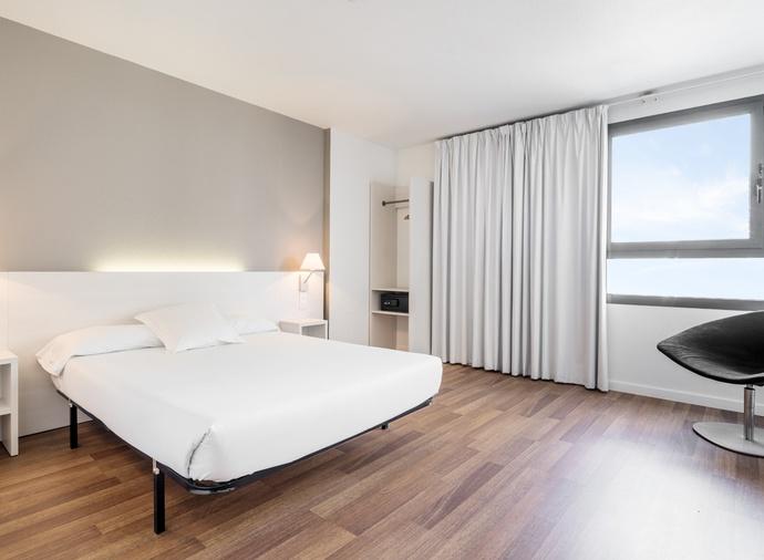 Habitación doble Superior del hotel Ilunion Valencia 3