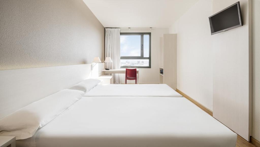 Habitación doble dos camas separadas del hotel Ilunion Valencia 3
