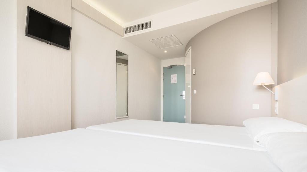 Habitación doble dos camas separadas del hotel Ilunion Valencia 3. Foto 2