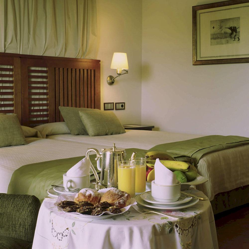 Habitación doble dos camas separadas del hotel Parador de Toledo. Foto 1