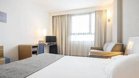 Habitación doble  del hotel Ilunion Valencia. Foto 1