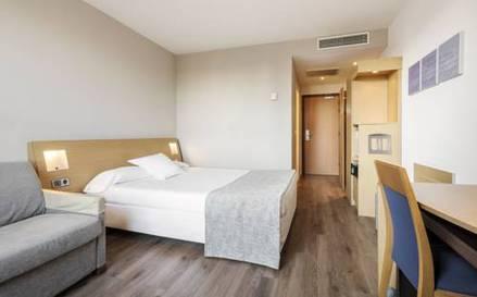 Habitación doble  del hotel Ilunion Valencia. Foto 2