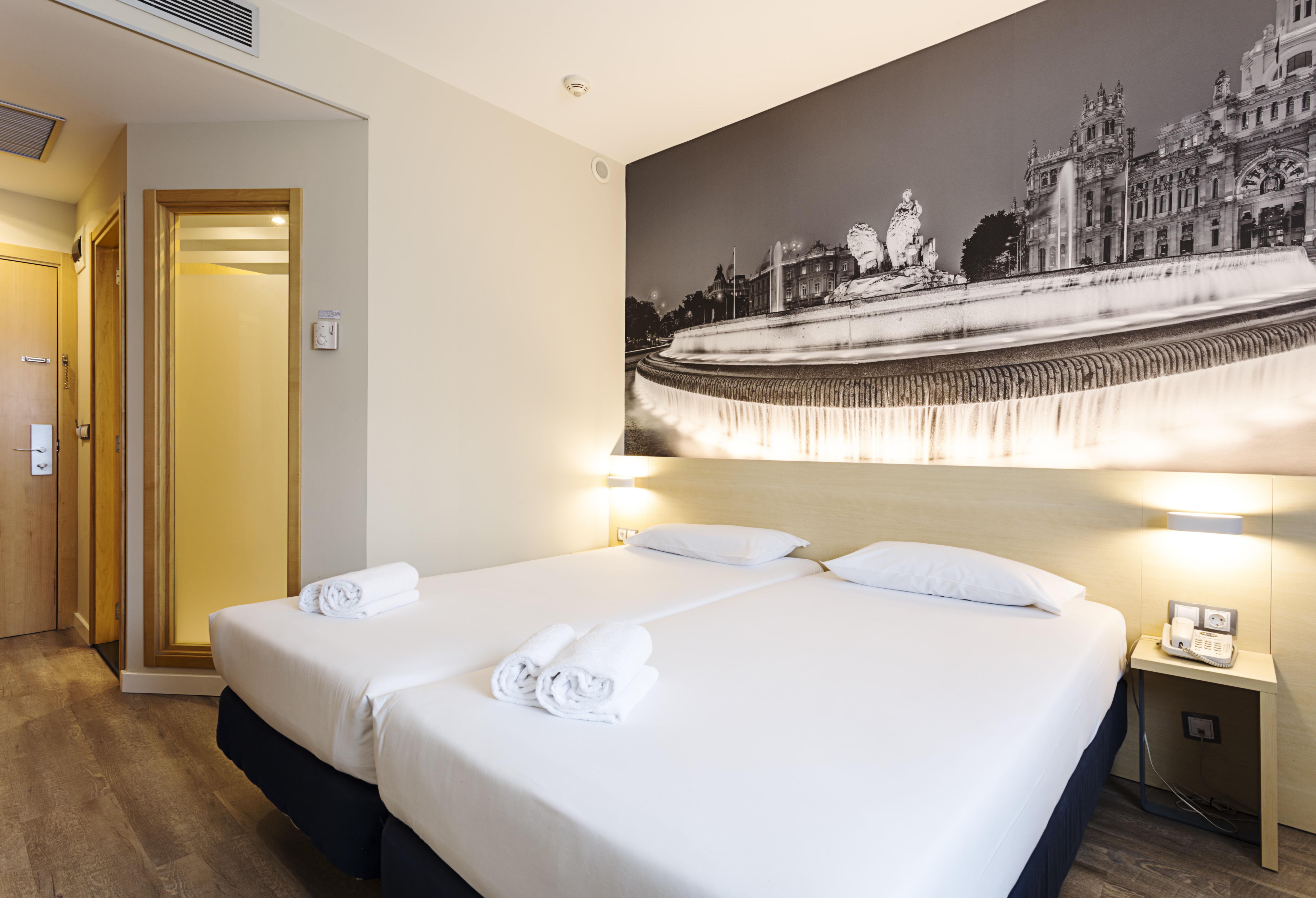 Habitación doble dos camas separadas del hotel B&b Madrid Airport