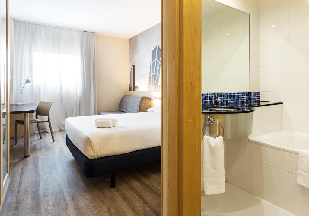 Habitación familiar  del hotel B&b Madrid Airport. Foto 1