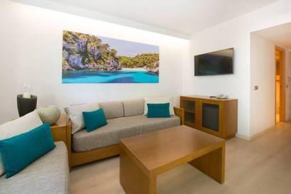 Habitación familiar Económica del hotel Iberostar Playa de Muro Village. Foto 1