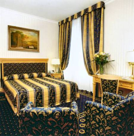 Habitación doble Superior dos camas separadas del hotel Andreola Central. Foto 2