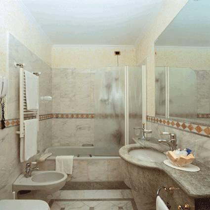 Habitación doble Comunicada del hotel Andreola Central. Foto 2
