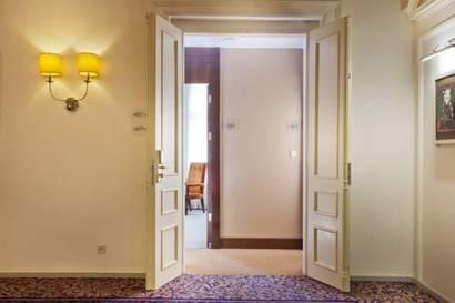 Habitación doble Lujo Comunicada del hotel Kings Court. Foto 1