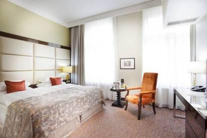 Habitación doble Lujo Comunicada del hotel Kings Court. Foto 2