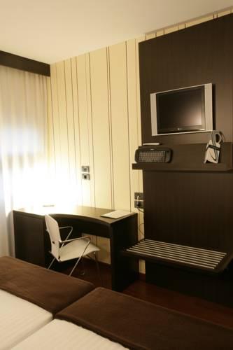 Habitación doble dos camas separadas del hotel SR Europa. Foto 1