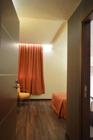 Habitación doble dos camas separadas del hotel De Francia y Paris