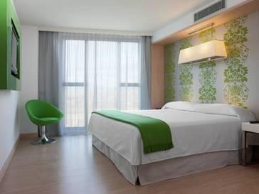 Suite 1 dormitorio del hotel DoubleTree by Hilton Girona