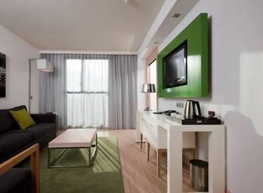 Suite 1 dormitorio del hotel DoubleTree by Hilton Girona. Foto 1