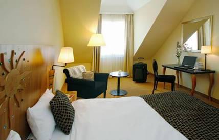 Habitación doble  del hotel Vienna House Dream Castle Paris. Foto 1
