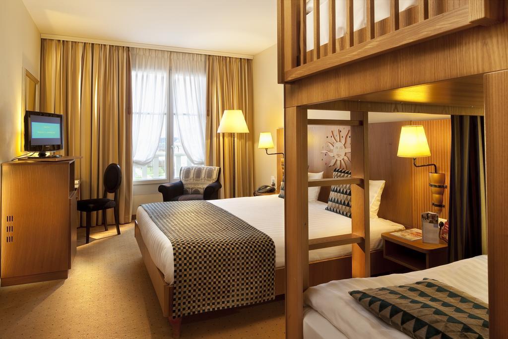 Habitación familiar  del hotel Vienna House Dream Castle Paris