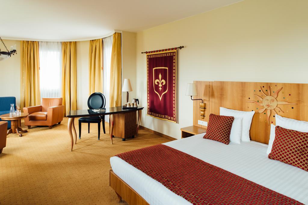 Suite  del hotel Vienna House Dream Castle Paris