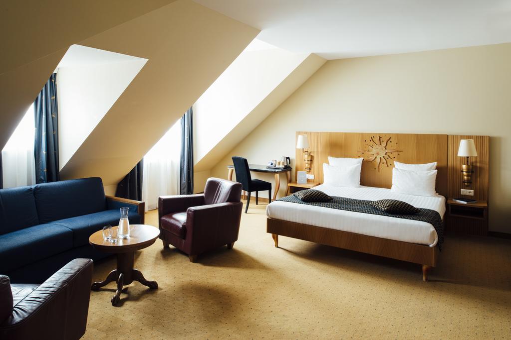 Suite  del hotel Vienna House Dream Castle Paris. Foto 1