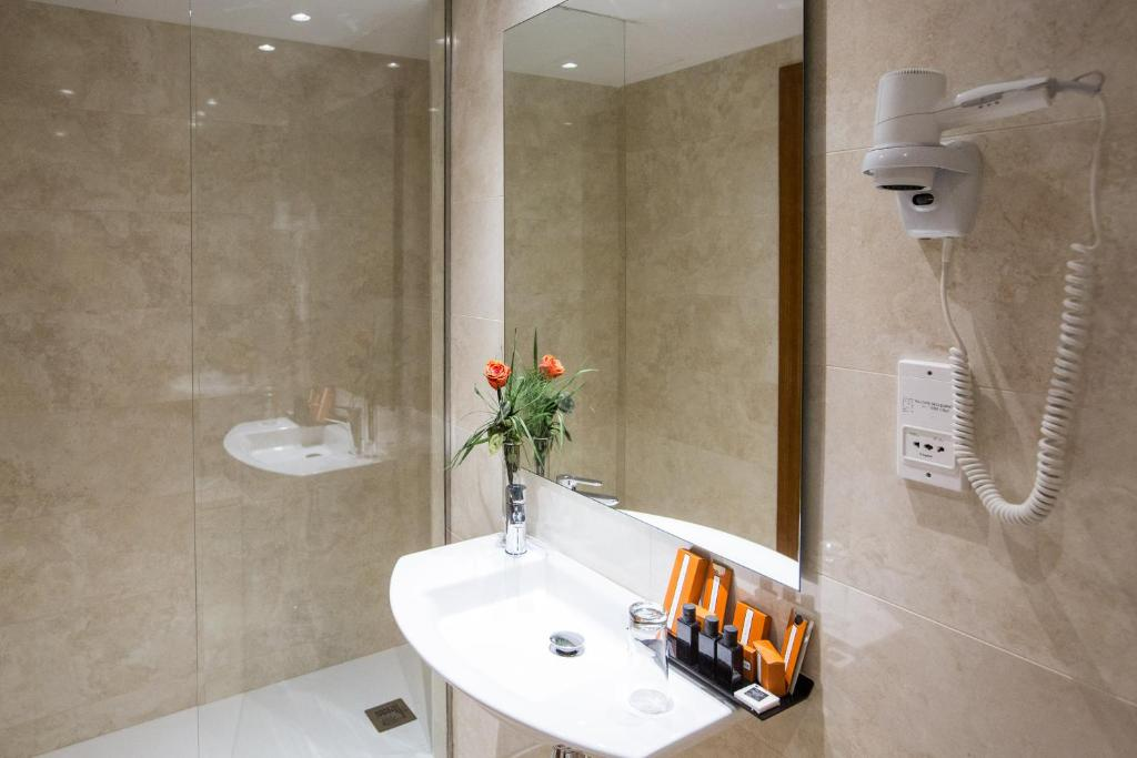 Habitación doble Superior del hotel IZAN AVENUE LOUISE. Foto 2