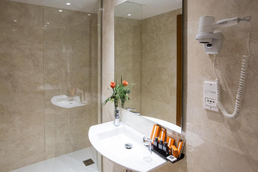Habitación doble  del hotel IZAN AVENUE LOUISE. Foto 2